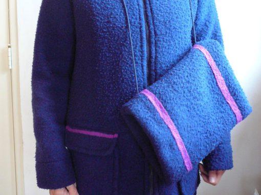 Blauwe vilten jas met mof detail