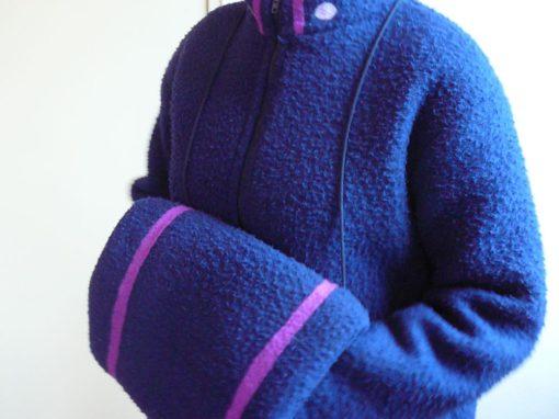 Blauwe vilten jas met mof