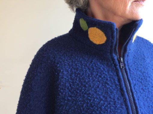 Blauwe vilten jas met ingevilt detail 3