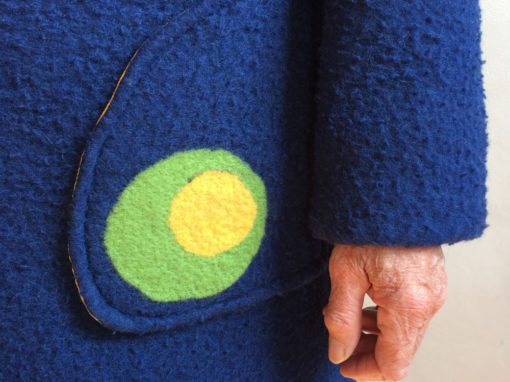 Blauwe vilten jas met ingevilt detail 2